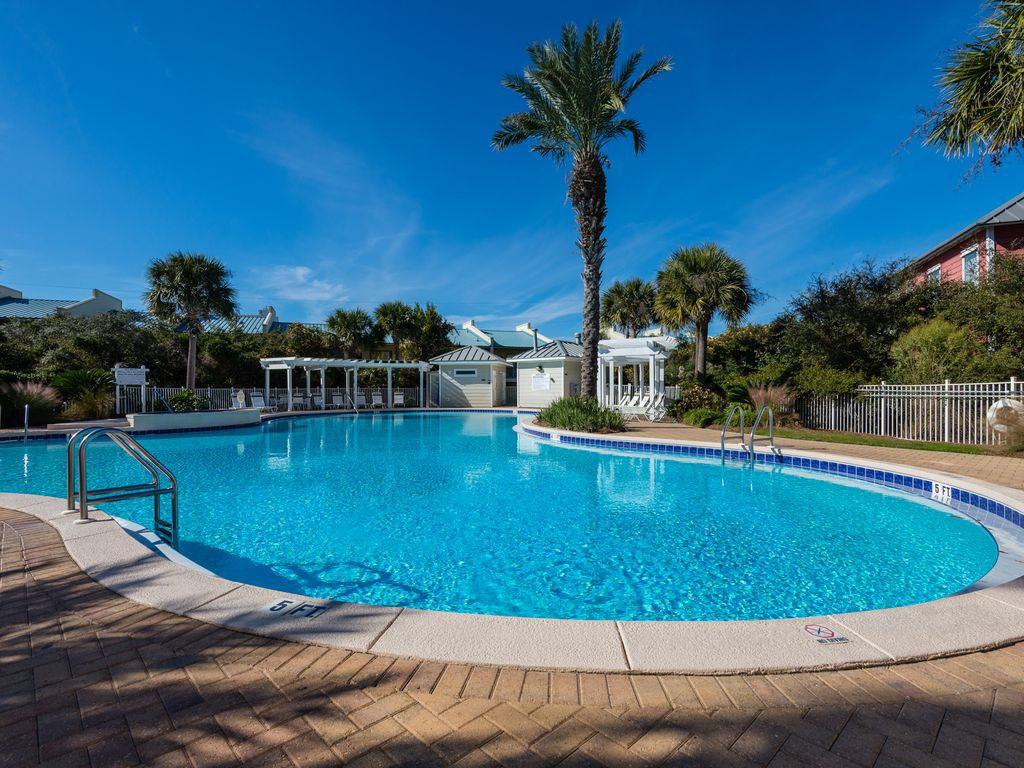 Destin Florida Pet Friendly Als By Owner At Beach Retreat Condos Outdoor Grills Swimming Pool Front Overlook The Gulf Of Mexico